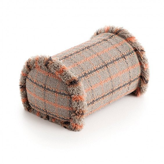 Gan Rugs Garden Layers Big Roll Kussen Tartan Terracotta